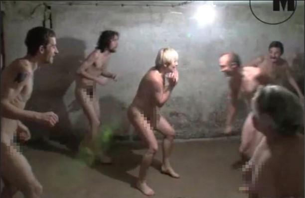 Indignación en Polonia por video de personas jugando desnudas en cámara de gas de ex campo de concentración