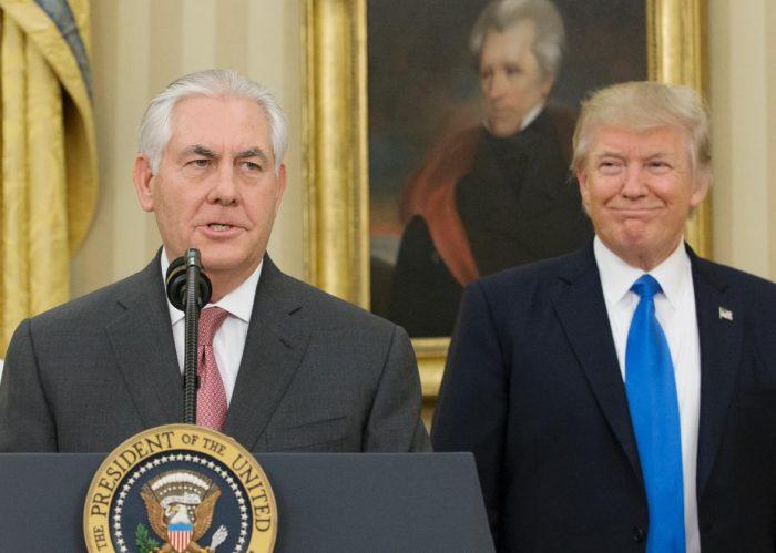 Trump dice que es falso que despedirá a Tillerson pero admite discrepancias