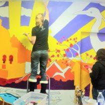 Artista crea con ciegos mural invisible que solo invidentes pueden ver