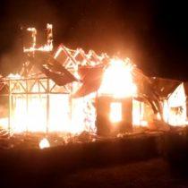 Ataque incendiario destruye iglesia en Panguipulli