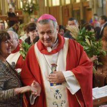 [VIDEO] Obispo Barros, acusado de encubrir a Karadima, estuvo en homilía de Francisco