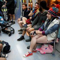 [VIDEO] Decenas de berlineses sin pantalones en el metro en jornada internacional