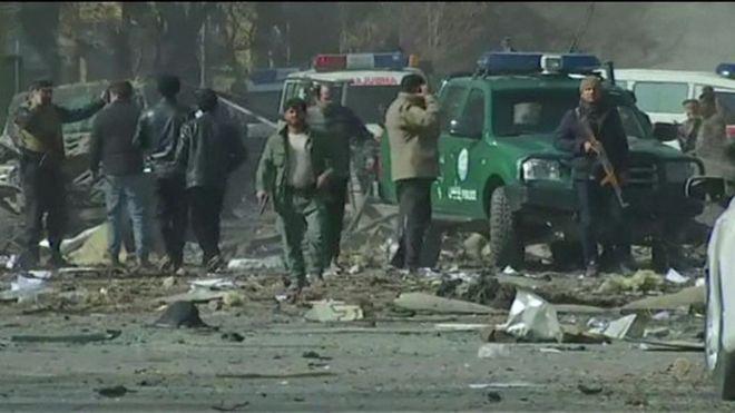 Al menos 95 muertos y 158 heridos en un ataque suicida con una ambulancia cargada de explosivos en Kabul, Afganistán