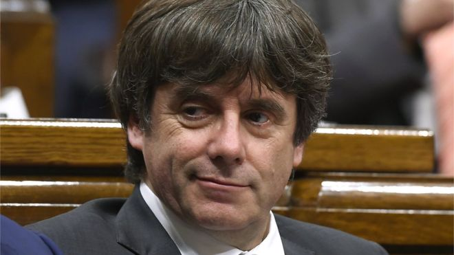 Justicia española prohíbe que Carles Puigdemont sea investido presidente de Cataluña a distancia