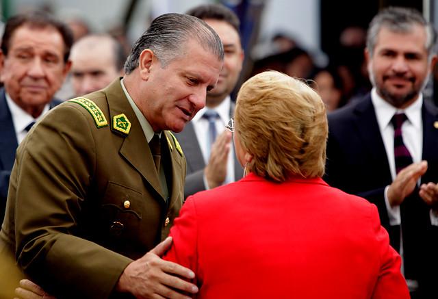 Con santos en la corte: Bachelet mantiene a Bruno Villalobos en medio de crisis de autoridad por conflicto entre Carabineros y la Fiscalía