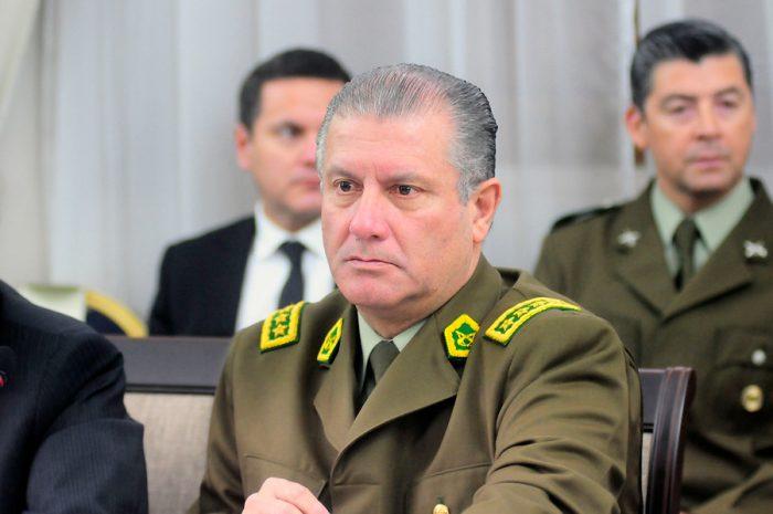 Villalobos retoma el mando de Carabineros en medio de la presión para que deje el cargo y fiscal lo citará a declarar