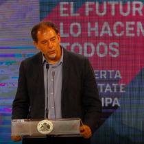 Senador Guido Girardi reconoce las dificultades para lograr que mujeres expongan en Congreso Futuro