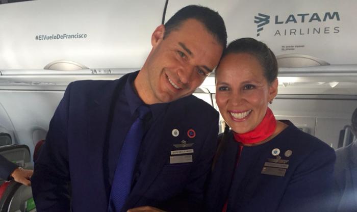 Papa Francisco casó a tripulantes en avión rumbo a Iquique