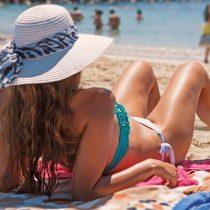 Ola de calor en la zona central: Cómo protegerse del sol en días de playa o piscina
