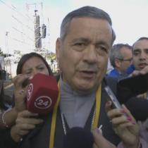 Obispo Barros hace oídos sordos ante peticiones de renuncia a su cargo: