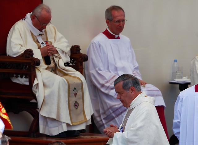 Sacerdote dispara misil en la Iglesia católica: acusa a obispos de seguir