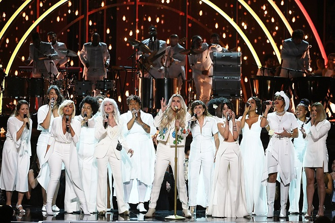 Kesha emociona hasta las lágrimas en los Grammys con canción inspirada en su vida dedicada a víctimas de abuso