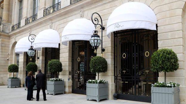 Asaltan joyería del hotel Ritz en París y se llevan botín evaluado en US$4,8 millones