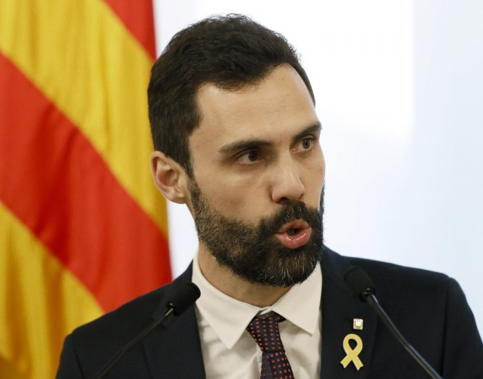Parlamento catalán aplaza el debate de investidura del presidente regional