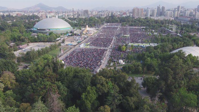 [FOTOS] La multitudinaria cantidad de devotos que esperan la misa del Papa Francisco en el Parque O'Higgins