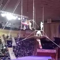 [VIDEO] Acróbata falla y cae desde considerable altura durante una actuación en un circo