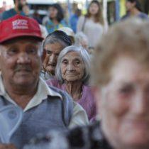 Efecto pandemia: 72% de los chilenos ayuda a financiar necesidades de adultos mayores