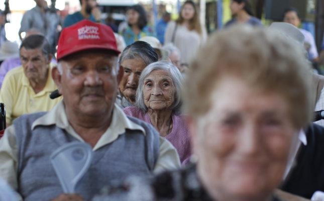 Piñera anuncia medidas para terminar con discriminación a adultos mayores en bancos