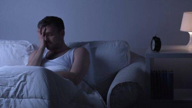 Qué son las alarmas del amanecer que engañan a tu cerebro para que sea más productivo