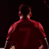 [VIDEO] Era cierto: Alexis Sánchez toca efectivamente el piano en su presentación en el Manchester United