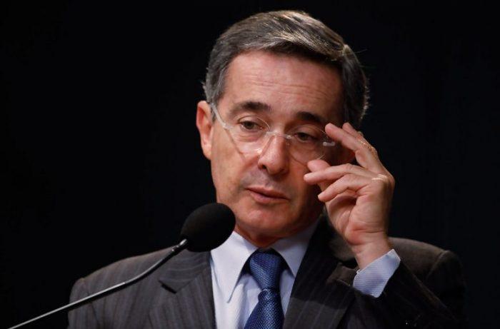 Citan a declarar a ex presidente Uribe por caso de corrupción en Colombia