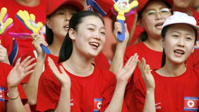 El equipo de bellas animadoras con el que Corea del Norte quiere mostrar su cara más amable en los JJ.OO. de invierno en su vecino del sur