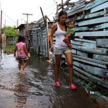 [VIDEO] Afectados por inundaciones en Paraguay apuran mudanzas para escapar del agua