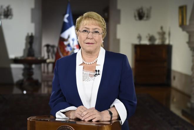 Bachelet dice en mensaje de Año Nuevo que cumplió sus