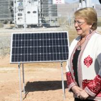Bachelet destaca que el 60% de energía del Metro se obtiene de centrales solares y eólicas