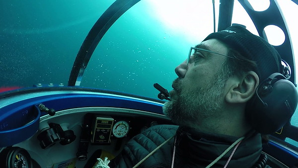 Javier Bardem desciende al fondo del océano Antártico en un submarino científico de Greenpeace para pedir su protección