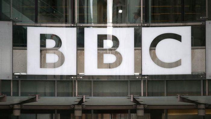 Mujeres de la BBC exigen pagos atrasados provocados por desigualdad salarial y reajuste de sueldos