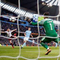 [VIDEO] Claudio Bravo fue titular en cómoda victoria del Manchester City por FA Cup