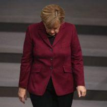 Angela Merkel se descompensa nuevamente en aparición pública
