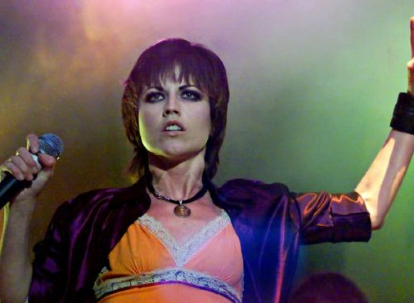 Abuso sexual y desorden bipolar: los demonios que acompañaron la difícil vida de Dolores O'Riordan, vocalista de The Cranberries