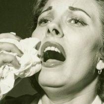Por qué casi no estornudamos mientras dormimos y otros 4 datos curiosos sobre los estornudos