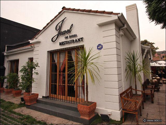 Condenan a empresario gastronómico de la India por trata de personas en Santiago