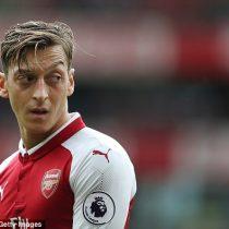 Mesut Özil renueva su contrato con el Arsenal hasta 2021