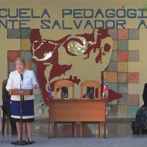"""Bachelet explica viaje a Cuba desde La Habana: """"Responde a solidaridad entre ambos pueblos y al común anhelo de progreso y crecimiento con justicia y equidad"""""""