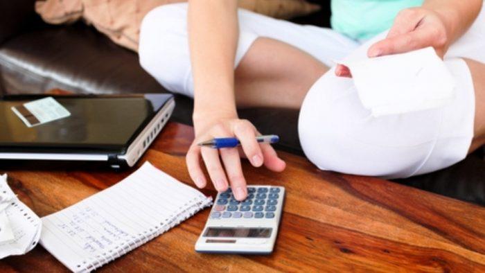 Estudio revela que mujeres son más morosas que los hombres aunque el nivel de deuda es menor que el de ellos