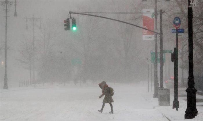 Nueva York en estado de emergencia ante fuerte tormenta de viento y nieve