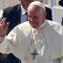 Papa llama a poner atención ante explotación laboral e inmigración en Chile