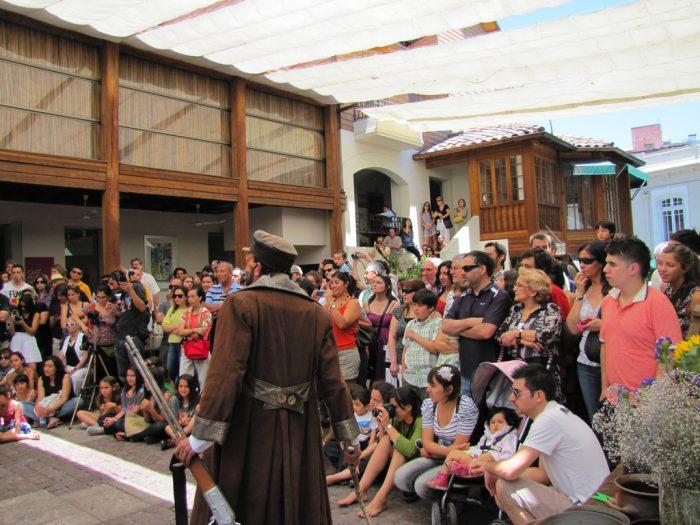 El teatro callejero, la pulseada eterna de la Patogallina