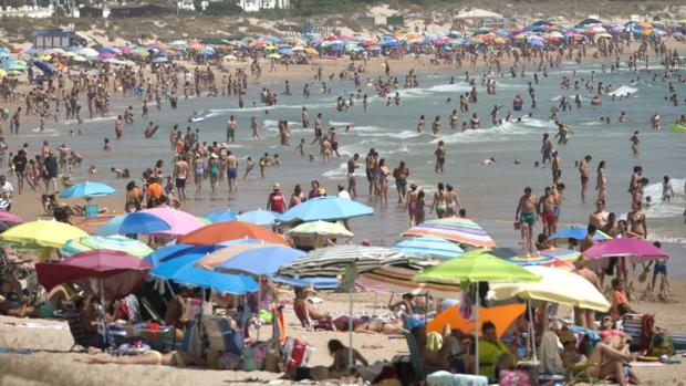 Chilenos gastarán en promedio $171 mil estas vacaciones 2018