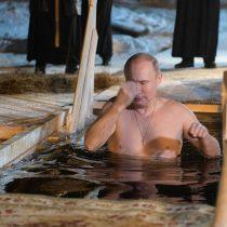 [VIDEO] Presidente ruso Vladímir Putin se baña a 6 grados bajo cero para celebrar Epifanía ortodoxa