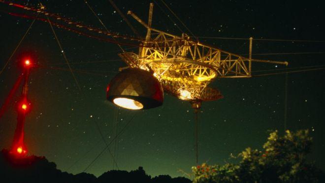 ¿De dónde vienen las misteriosas señales de radio que llegan a la Tierra desde el espacio? ¿E.T. nos está llamado?