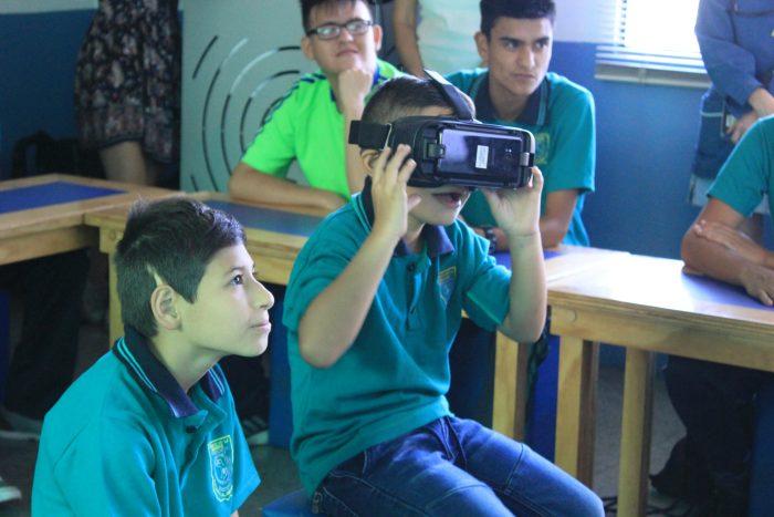 Inclusión y tecnología: escolares con discapacidades auditivas aprenden con Realidad Virtual