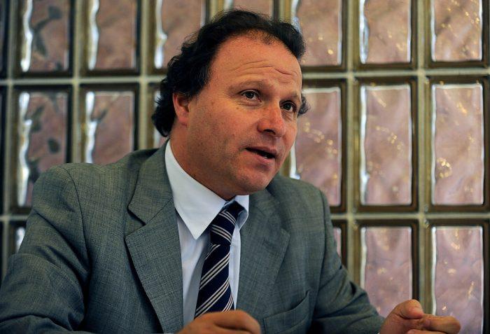 De Urresti aumenta presión sobre Villalobos: