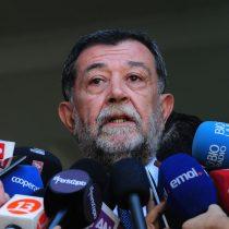 Aleuy aclara que no estaba informado de las vacaciones del general Villalobos y admite que se enteró por la prensa