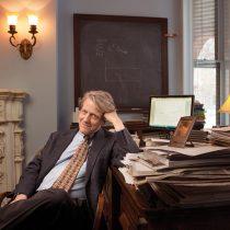 El Nobel de Economía Robert Shiller cuestiona si la ola de ventas en las bolsas ha concluido