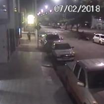 [VIDEO] Ladrón es atropellado por sus cómplices mientras huían tras un robo